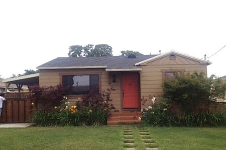Remodeled Cottage Close to Freeway - Torrance
