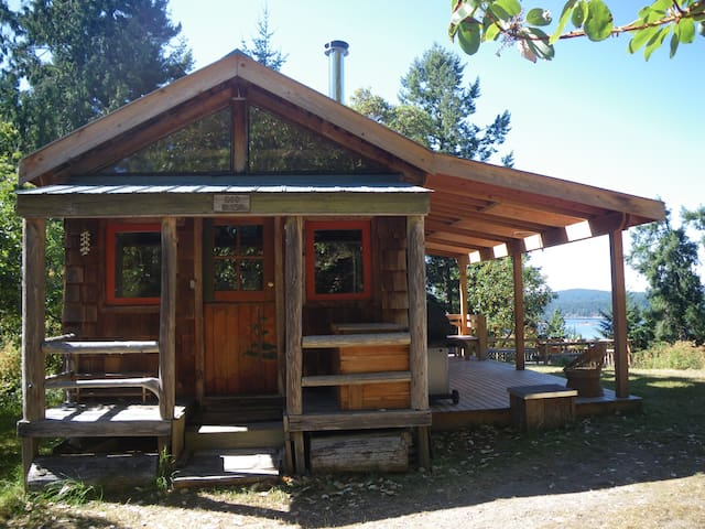 Rustic cabin with superb ocean view - Salt Spring Island - Kabin