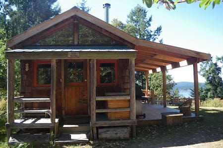 Rustic cabin with superb ocean view - Salt Spring Island - Cottage