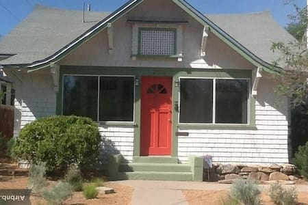 Casa Tulipan! Classic bungalow.