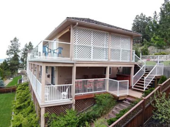 30+ Nights 5 bedroom 3 bath Lake Kelowna City View