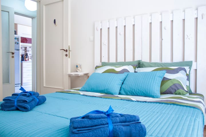Room near the Beach & Athens Center - Paleo Faliro - Bed & Breakfast
