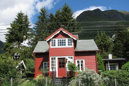 Summerhouse by river/fjord - 6888