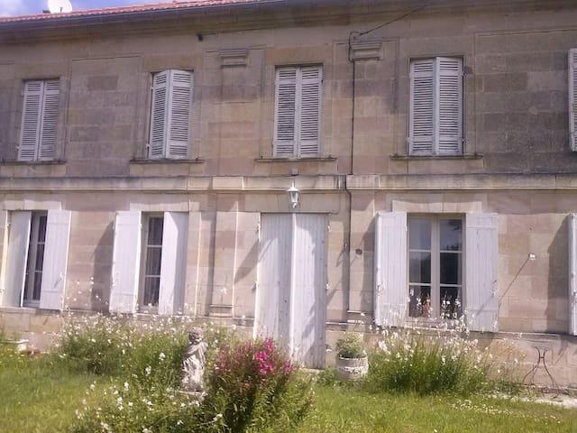 Agréable gîte au coeur du vignoble - Teuillac - House