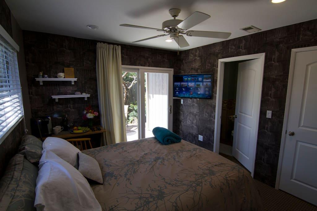 Charming Private room/bath in Napa