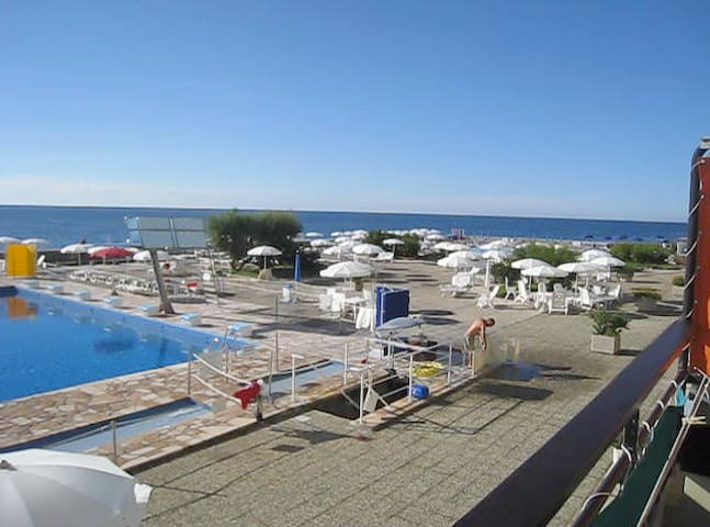 STUDIO APT, PRIVATE SEASIDE RESORT - Ospedaletti - Apartment