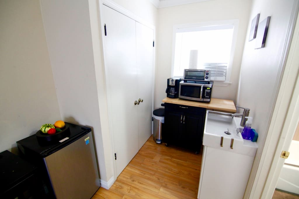 Does NOT include full kitchen, just mini fridge, toaster oven and microwave.