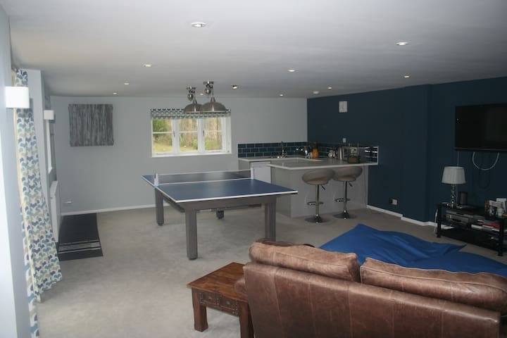 Private Annex with games room near Blenheim Palace