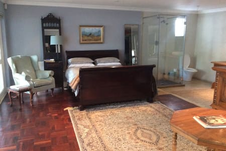Luxury. Close to Melrose, Sandton - Sandton - Villa