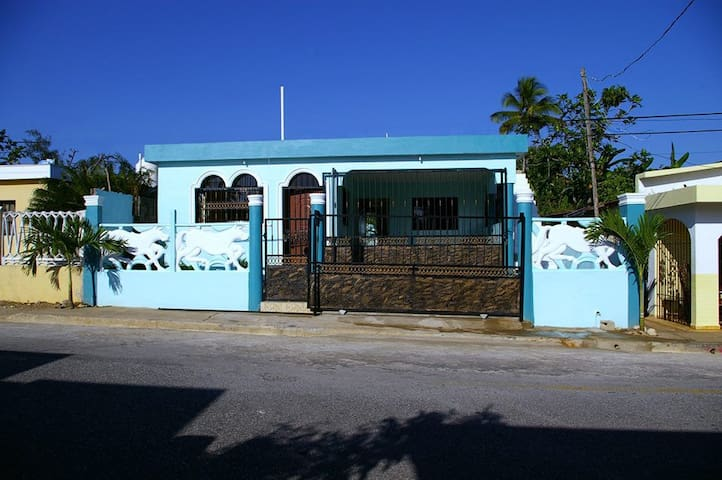 Very close to the beach house, only 5 minutes walk - Arroyo Salado - Townhouse