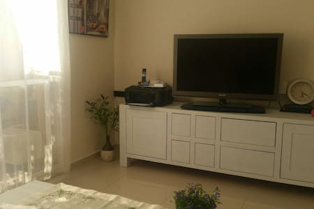 Private room with double bed, closet ,wifi & t.v - Modi'in-Maccabim-Re'ut - Apartament