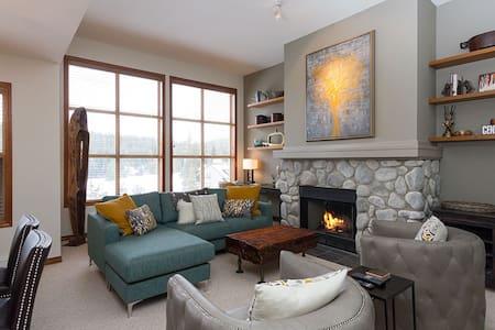 Beautiful Ski-In 3 Bedroom Luxury Condo