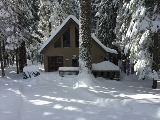 Beautiful Dorrington Chalet- $115 Weekday Special