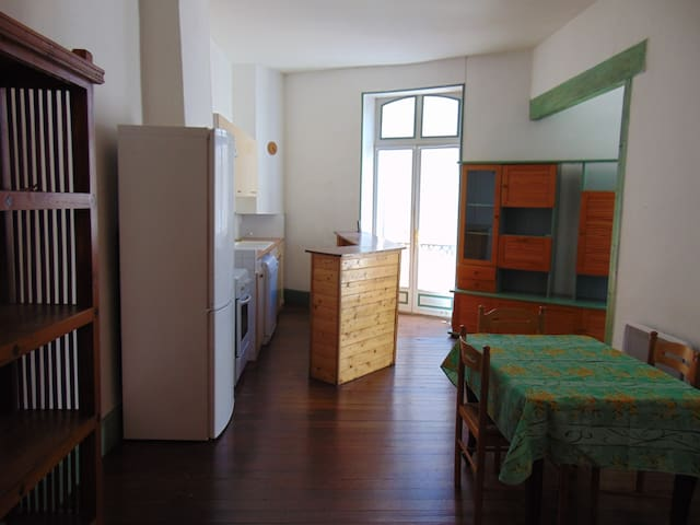 Grand appartement centre ville Valréas - Valréas - Apartamento