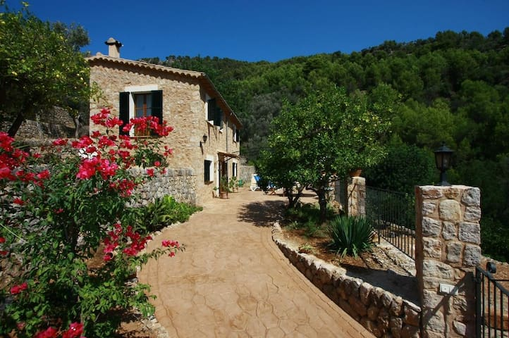 """Beautiful """"Villa in Fornalutx"""" with Mountain View, Garden, Wi-Fi & Air Conditioning; Parking Available"""