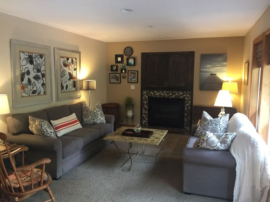 Family room with cable tv and wireless Internet