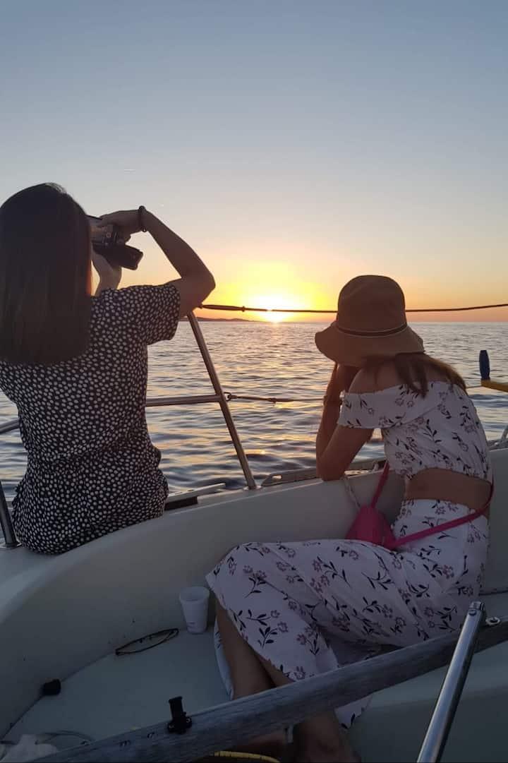 Take a photo of sunset in Hvar