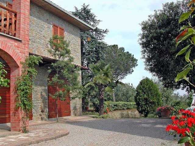 Villa Patrizia: Tuscany farmhouse apt 2 - Terontola Alta - Appartamento