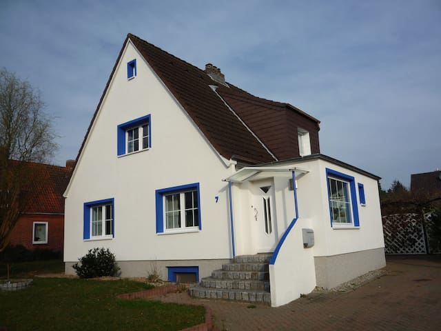 45 sqm apartment, quiet and central - Stockelsdorf - 公寓