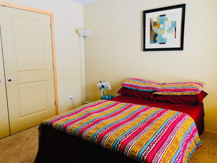 Beautiful Home, Private Double Room, w/Parking