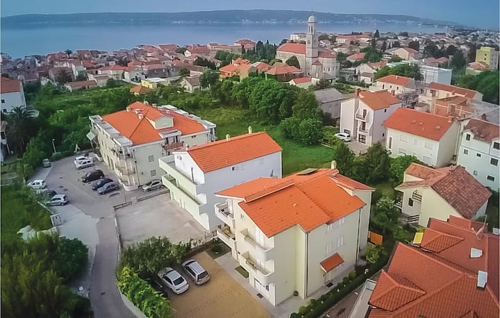 Holiday apartment with 1 bedroom on 54m² in Kastel Stari