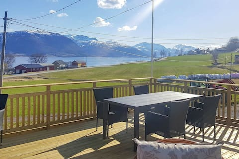 7 person holiday home in AVERØY
