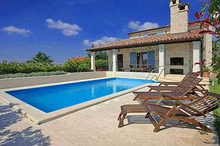 House Anka with Swimming Pool - Tinjan