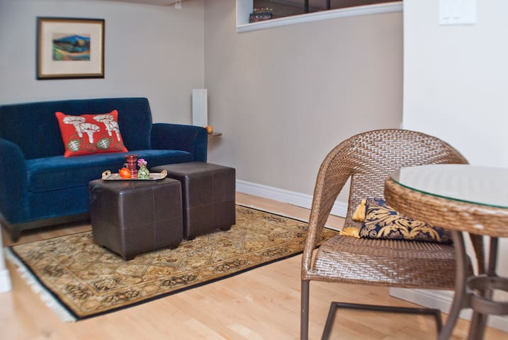 Bloor West Village 1 Bedroom