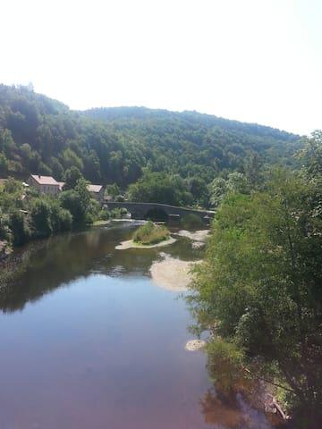 Sioul met oude Romeinse brug