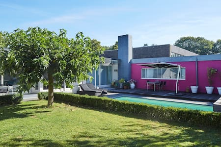 Lovely colorful house with pool & private garden - Vught - Talo