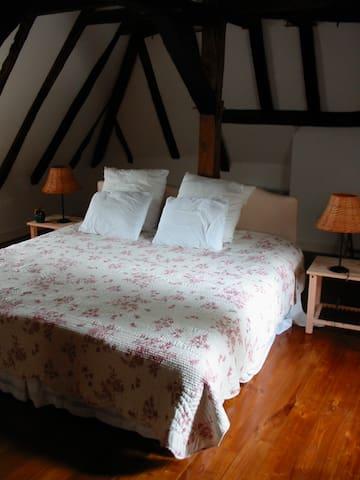 2-4 person bedroom