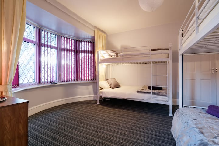 Beautiful Room in a Great Location - Stretford - Bed & Breakfast