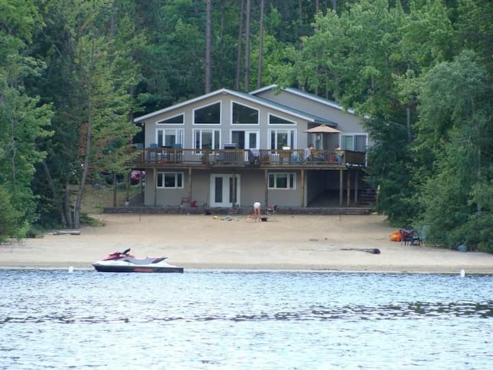 Cottage w Private sand beach on ATV & FCMQ trail