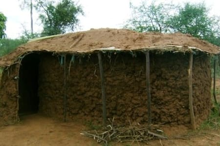 Maasai Hut - maasaiimmersion.com - Namanga