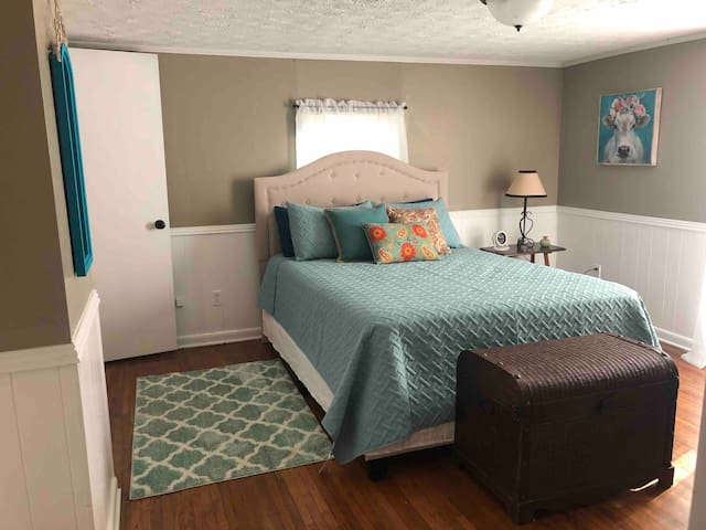 2 Bed Cozy Home + Queen Sofa Bed