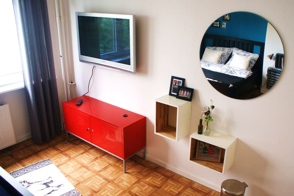 HD-TV with USB, and lots of space for your belongings and souvenirs.