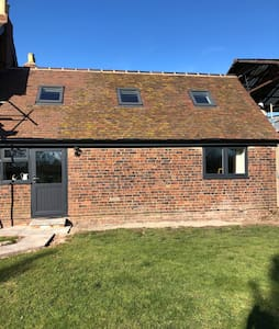 Manor Farm Cottage, close to M42, NEC, Tamworth  ,