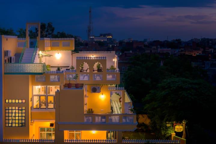Luxurious Home Stay near Taj Mahal