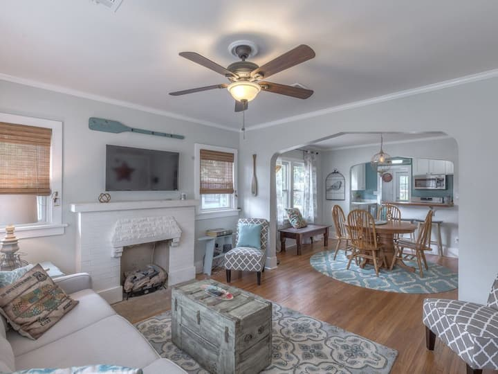 Blue Bungalow -Cozy & Updated! Minutes To Downtown