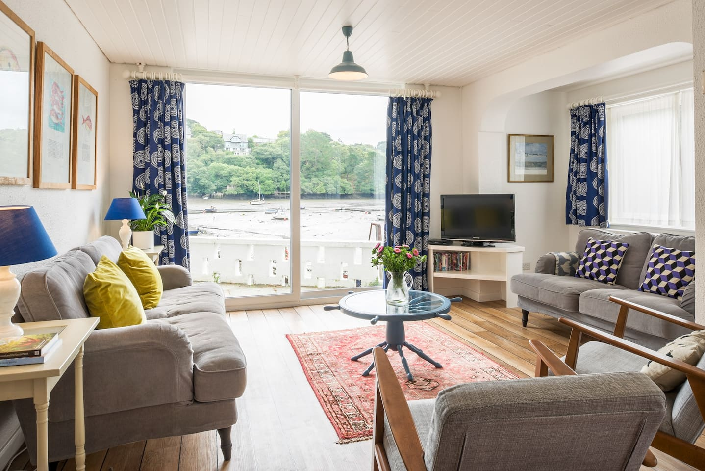 Lower Deck - living room