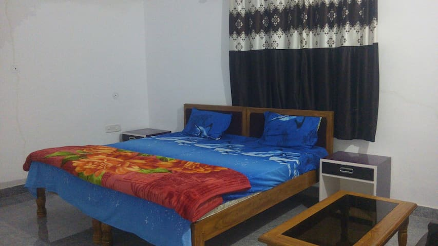 Happy Home Stay (FAN ROOMS)