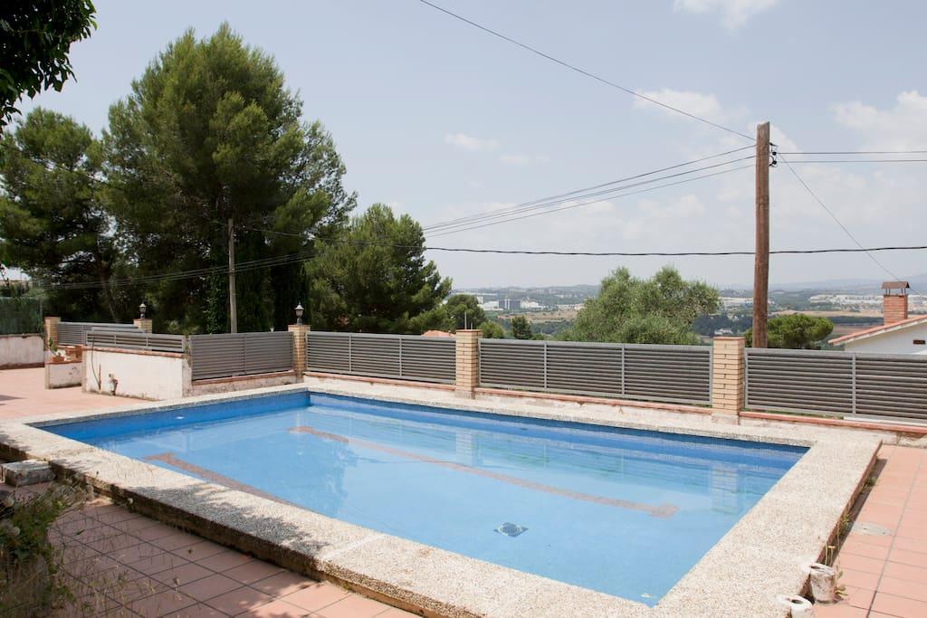 Casa con piscina privada y vistas a montserrat casas en for Casa con piscina privada alquiler