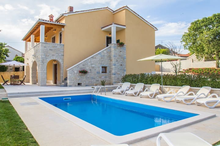 Sunny and family-friendly house near Vrsar