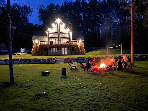 Driftwood lodge on Bark Lake