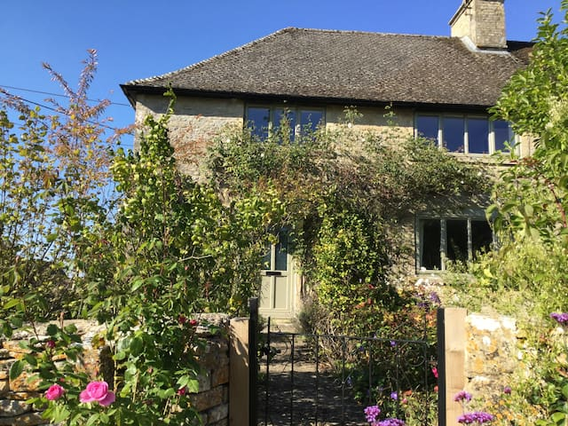 Rose Cottage Westwell Burford - Burford - บ้าน