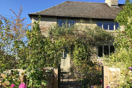 Rose Cottage Westwell Burford - Burford