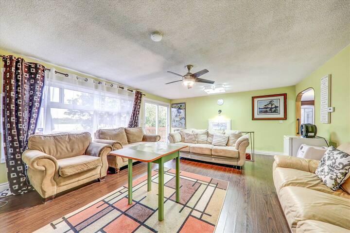 5 BR Lakefront , Hottub , Icefish , $299