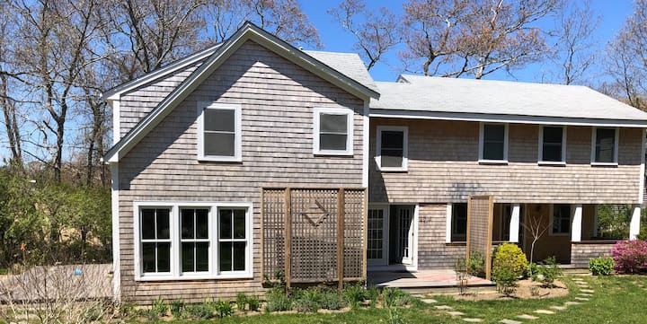 Beautiful Vineyard Haven Home conveniently located