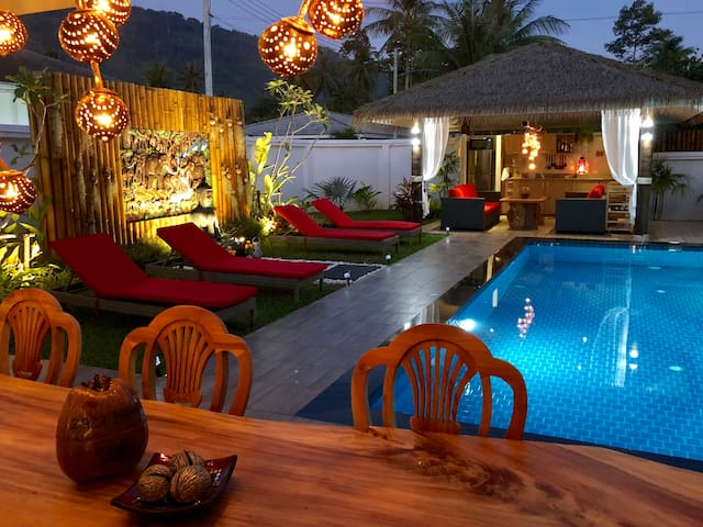 Cozy and relaxing 3 BR villa with pool and sala