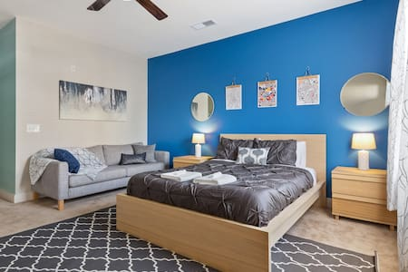 ASK FOR DISCOUNT-3 Min Walk to Heart of Downtown